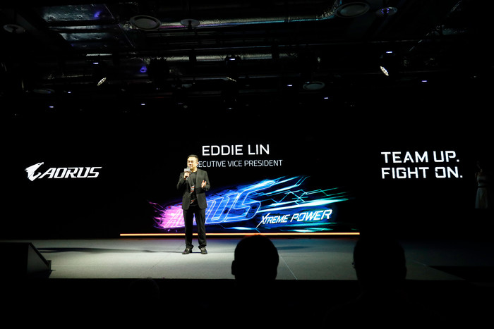 要称雄了!技嘉大雕主板配15000MB/s速度的SSD,太劲爆